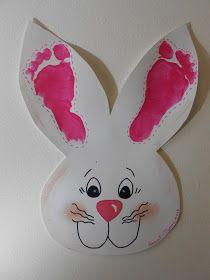 decoração com pezinhos de bebê nas orelhas dos coelhinhos