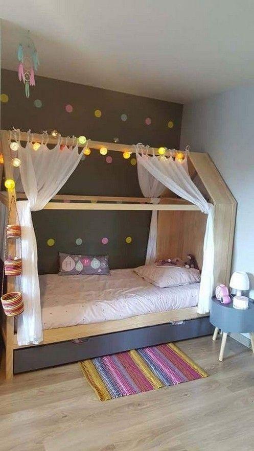 cama montessoriana com cortinas