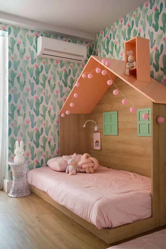 casinha de cabeceira na cama