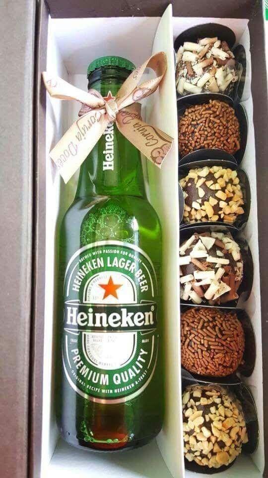 garrafa de cerveja com docinhos