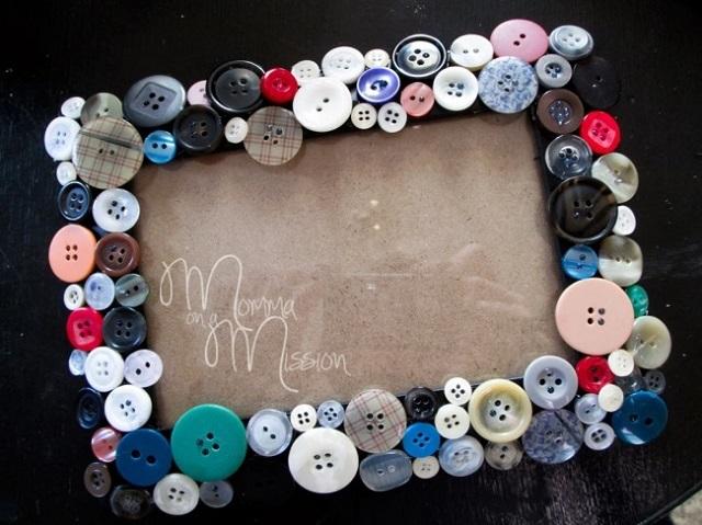porta retrato decorado com botões de camisa coloridos