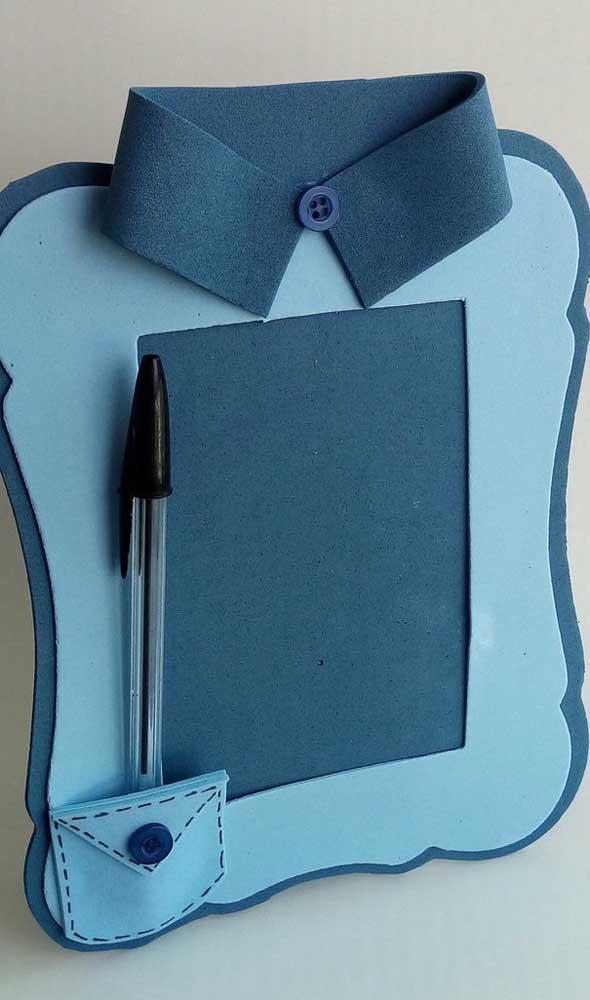 porta retrato em forma de camisa feito em eva azul
